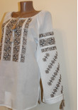 Вишиванка «Яскрава мить» з бежевою вишивкою