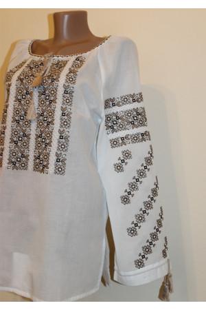 Вышиванка «Яркое мгновение» с бежевой вышивкой