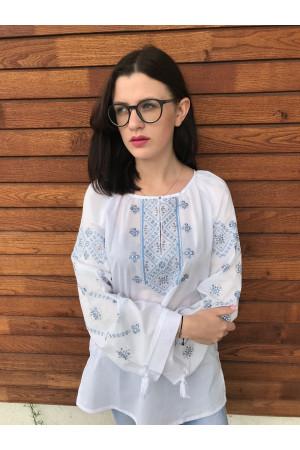 Вишиванка «Стожари» білого кольору з сіро-блакитною вишивкою
