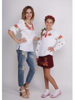 Комплект вышиванок для мамы и дочки «Яркие маки»