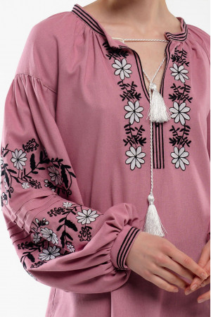 Вышиванка «Доля» розового цвета