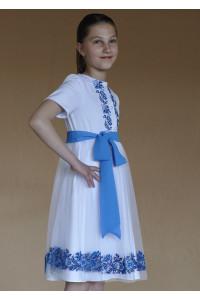 Платье для девочки «Луговые васильки» белого цвета