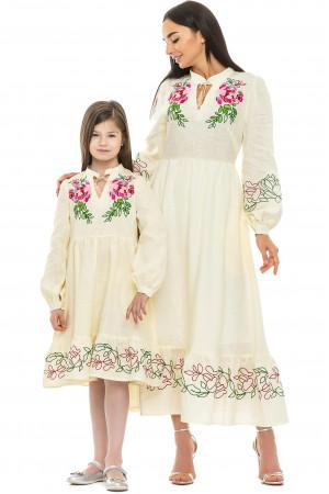 Комплект вышитых платьев для мамы и дочки «Пиона» молочного цвета