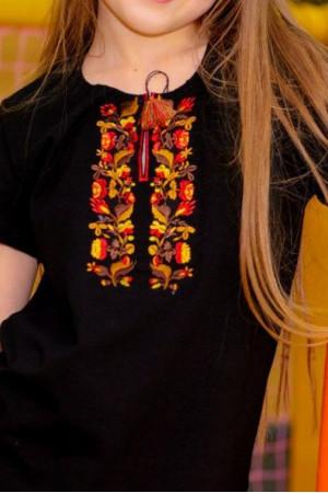 Футболка для девочки «Ивга» черного цвета с оранжевой вышивкой