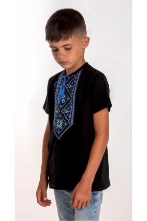 Футболка для хлопчика «Орест» чорного кольору з синьою вишивкою