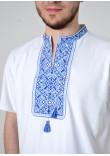Футболка «Традиція» білого кольору з синьо-блакитним орнаментом КР