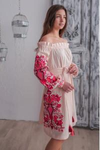Платье «Аврора» пудрового цвета с красной вышивкой