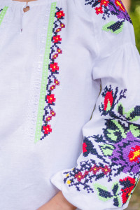 Вышиванка «Анастасия» белого цвета с зеленой вышивкой