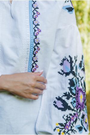 Вышиванка «Анастасия» белого цвета с синей вышивкой