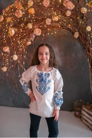 Вышиванка для девочки «Маричка» белого цвета с голубой вышивкой