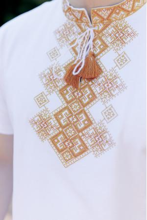 Футболка «Бажан» белого цвета с золотистым орнаментом