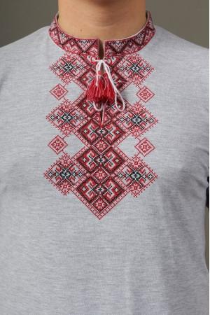 Футболка «Бажан» серого цвета с вишнево-красным орнаментом