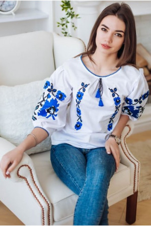 Вышиванка «Октава» белого цвета с синим орнаментом
