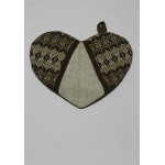 Прихватка «Сердечко» с коричневым орнаментом