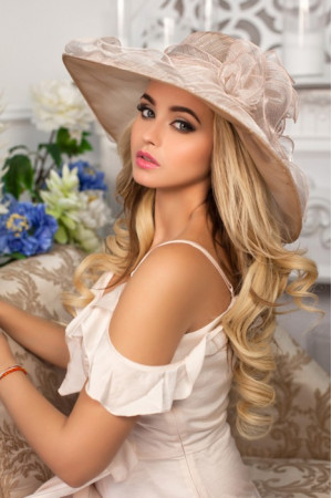 Шляпа «Азалия» бежевого цвета