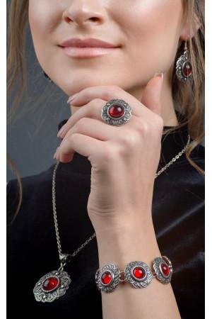 Кольцо «Безанта» серебристого цвета с красным кабошоном