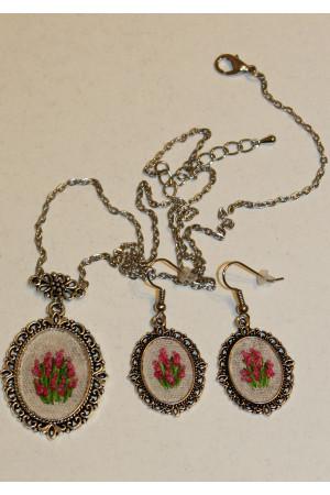 Вышитый комплект «Розовые мальвы»