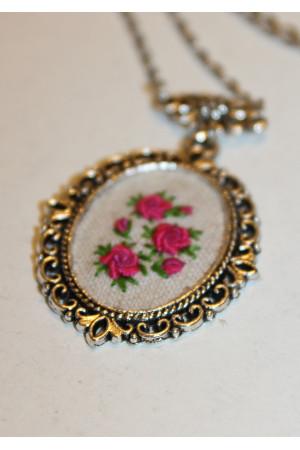 Вышитый комплект «Розовые розы»