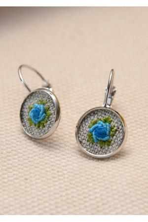Вышитый комплект «Голубые розы»