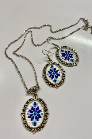 Вышитый комплект «Орнамент» сине-голубого цвета