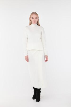 Светр «Камелія» білого кольору