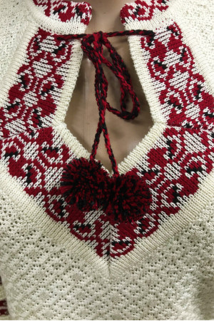 Вязаная вышиванка «Настенька» с красно-черным орнаментом
