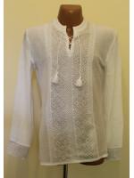 Вязаная вышиванка для мальчика «Назар» белого цвета