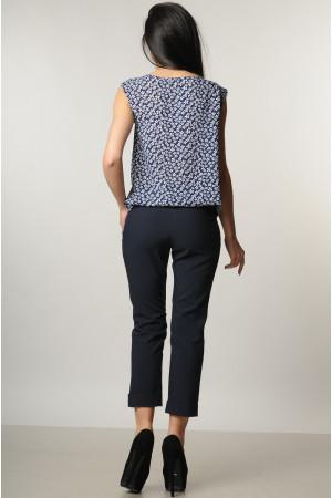Костюм «Кітті»: сині брюки, блуза з квітковим принтом