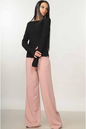 Костюм «Бэйс-Шер»: пудровые брюки и черная кофта