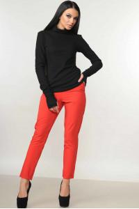 Костюм «Бейс-Хілтон» : чорний гольф, брюки червоного кольору