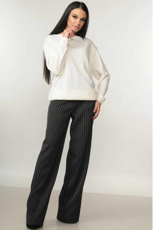 Костюм «Микаэль-Шэр»: черные брюки и свитшот белого цвета