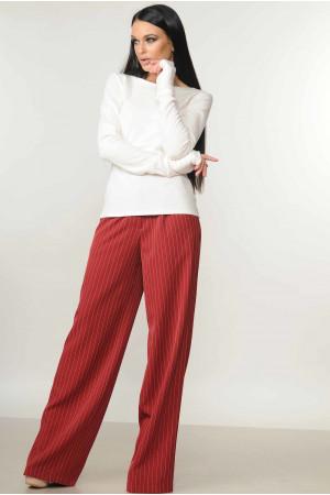 Костюм «Бэйс-Шер»: бордовы брюки и белая кофта