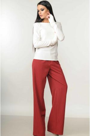 Костюм «Бэйс-Шер»: бордовые брюки и белая кофта