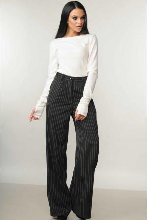 Костюм «Бэйс-Шер»: черные брюки и белая кофта