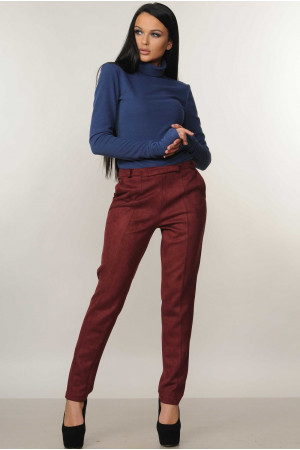 Костюм «Бэйс-Роу»: синий гольф и брюки бордового цвета