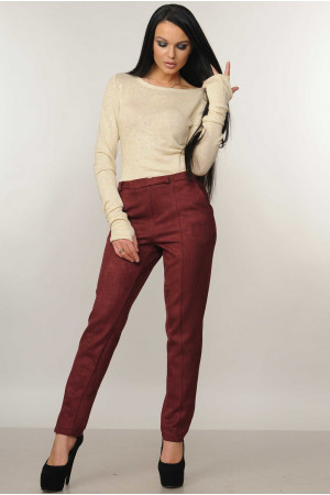 Костюм «Бейс-Роу»: гольф бежевого кольору та брюки бордового кольору