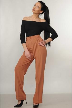 Костюм «Эшли-Марти»: черная блуза и брюки карамельного цвета