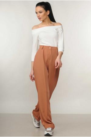 Костюм «Эшли-Марти»: белая блуза и брюки карамельного цвета