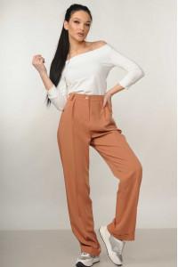 Костюм «Ешлі-Марті»: біла блуза та брюки карамельного кольору