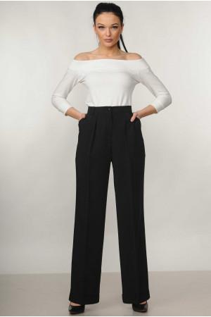 Костюм «Эшли-Марти»: белая блуза и брюки черного цвета