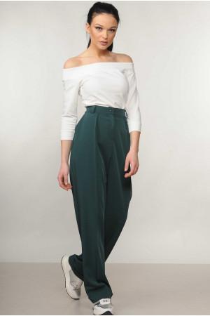 Костюм «Эшли-Марти»: белая блуза и брюки изумрудного цвета