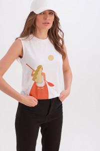 Майка «Арабелла» білого кольору з принтом «дівчина в човнику»