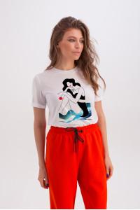 Футболка «Ерін» білого кольору з принтом «дівчина та море»