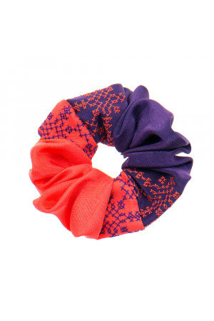 Вышитая резинка для волос морковная с фиолетовым