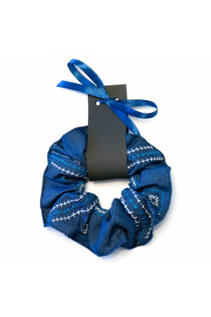 Резинка для волосся синього кольору з вишивкою
