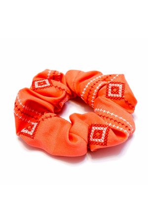 Резинка для волос кораллового цвета с вышивкой