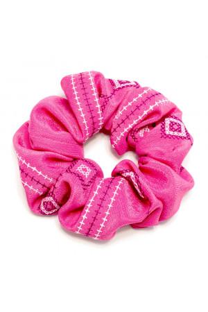 Резинка для волос розового цвета с вышивкой