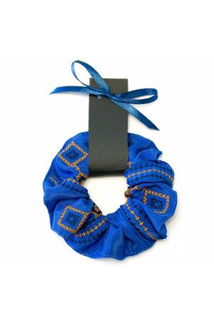 Резинка для волос ультрамаринового цвета с вышивкой