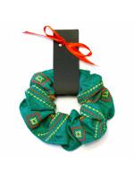 Резинка для волос зеленого цвета с вышивкой