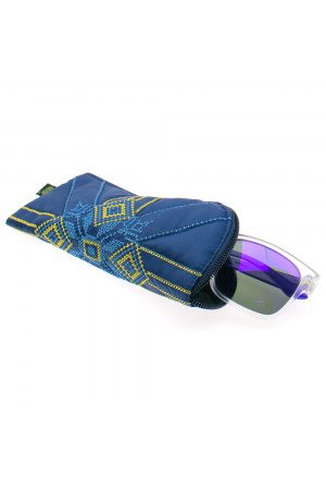 Вышитый чехол для очков с желто-голубым орнаментом